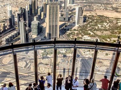 cabec-excursiones-06-burj-khalifa-piso-148-vamos-a-dubai-emiratos-arabes-guia-turistico-cuerpo-03