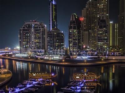 cabec-excursiones-08-cena-crucero-dubai-vamos-a-dubai-emiratos-arabes-guia-turistico-cuerpo-01