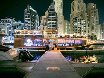 cabec-excursiones-08-cena-crucero-dubai-vamos-a-dubai-emiratos-arabes-guia-turistico-cuerpo-02