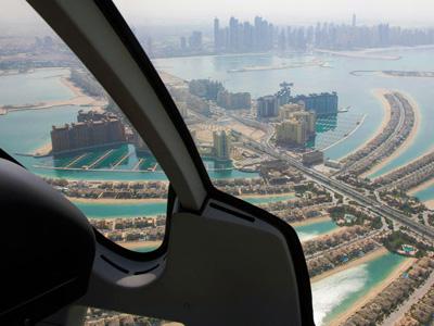 cabec-excursiones-13-helicoptero-vamos-a-dubai-emiratos-arabes-guia-turistico-cuerpo-02